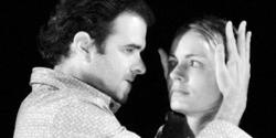 escena de Volpone o la guineu, actors: Carles Bigorra i Ivana Miño